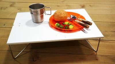 一瞬でテーブルに!持ち運びに便利な折り畳みテーブル